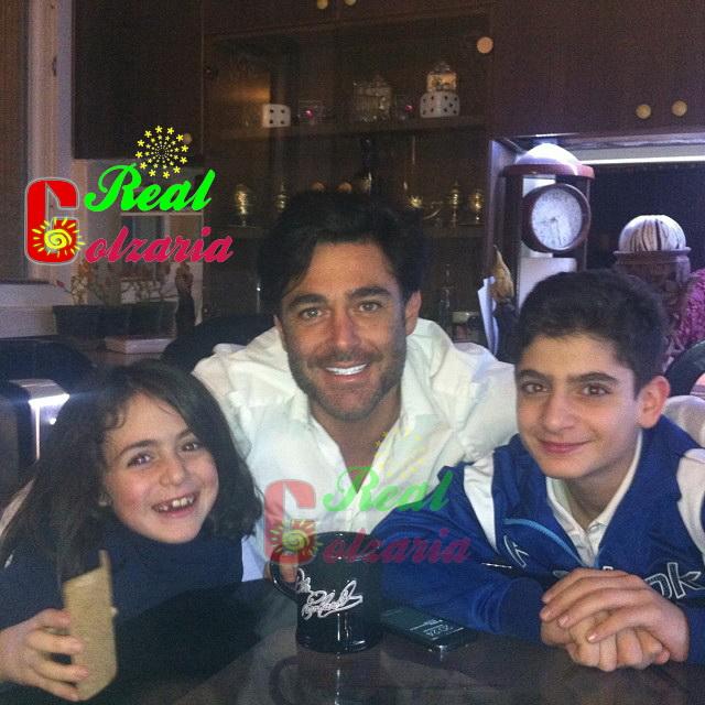 یک عکس اختصاصی از محمدرضا گلزار عزیز با خواهر زاده ها