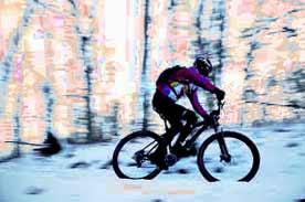 تصویر دوچرخه سواری در زمستان
