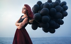 401-Black Balloon Women Mood.jpg (240×150)