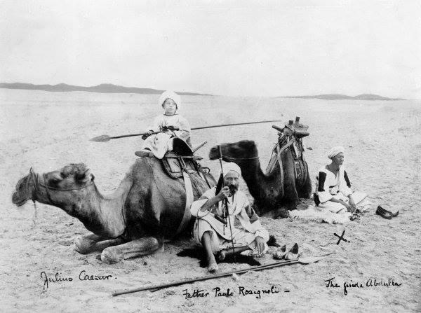 """مبلغ مسیحی """"پدر پائولو"""" در حال سفر در بیابان های افریقا"""