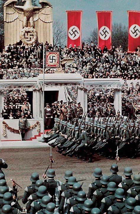 عكسی نایاب از تولد آدولف هیتلر
