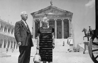 ويل دورانت و همسرش در جريان يكي از سفرهای تحقيقاتی خود