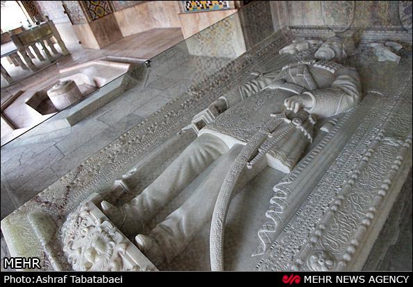 سنگ قبر ناصرالدين شاه - اكنون در كاخ گلستان