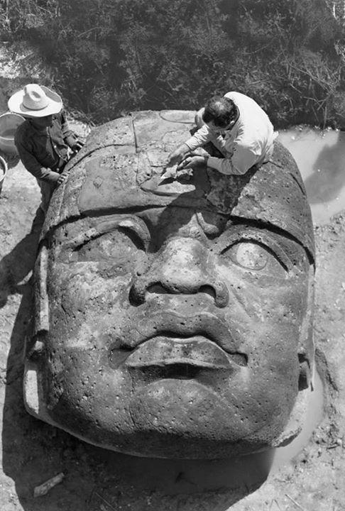 کشف سرهای سنگی عظیمالجثه قوم ﺍﻭﻟﻤِﮏ در مکزیک 1942