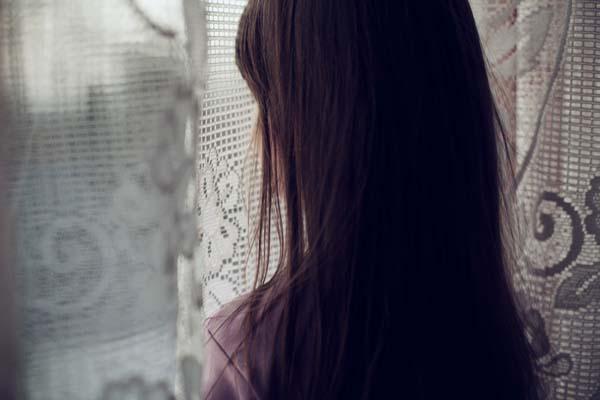دختر ترشیده گریان