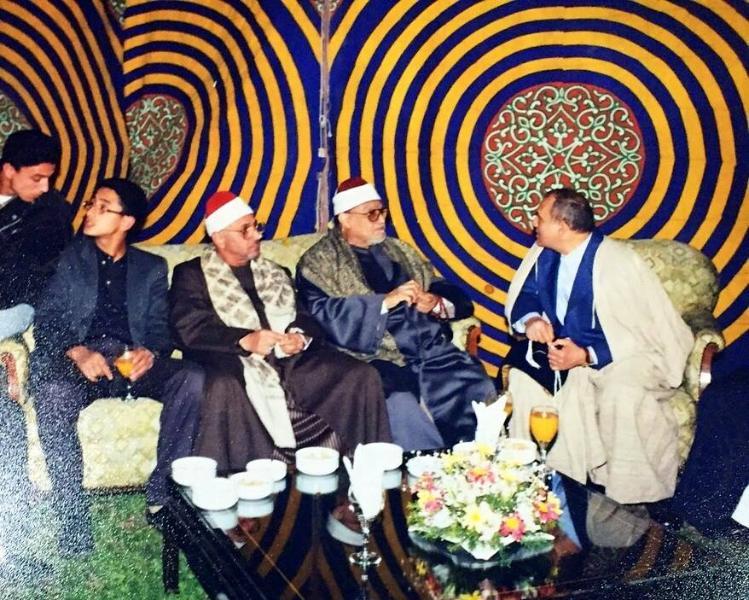 استاد محمود شحات در نوجوانی در کنار پدر, استاد شعیشع و دکتر نعینع