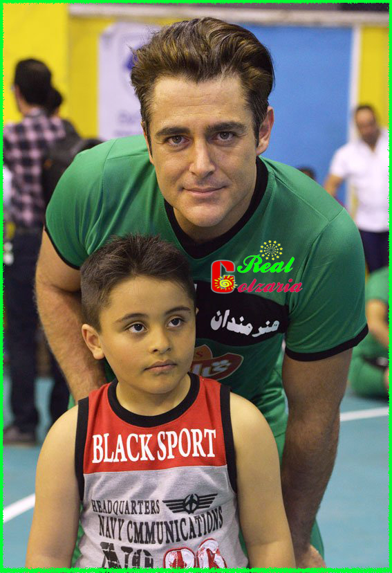 عکس محمدرضا گلزار در والیبال هنرمندان