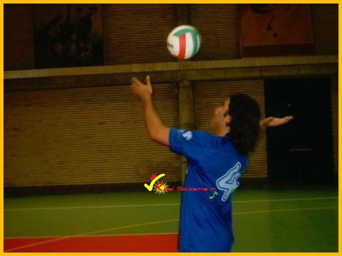 عکس محمدرضا گلزار در والیبال هنرمندان قدیمی