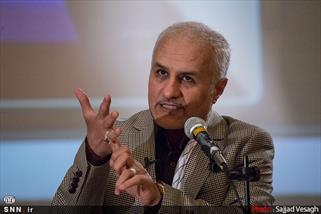 انتقاد جدید حسن عباسی به توافق هسته ای (( دو غلط از چهار کلمه ی ترجمه ))