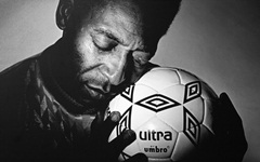 10-pelГ©-ball-love-pele-black-_amp_-white-hands-soccer.jpg (240×150)
